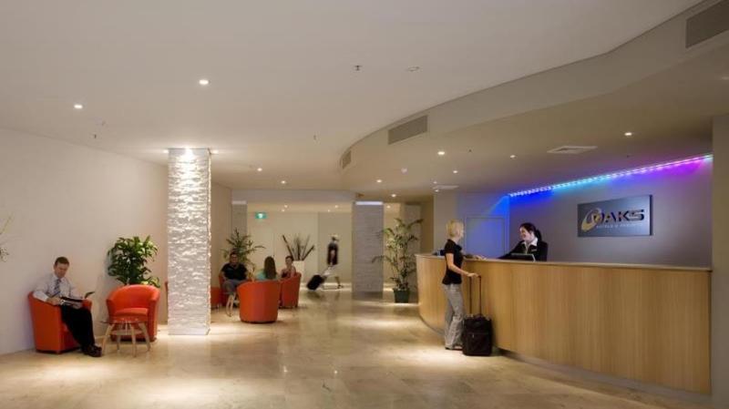 Lobby Oaks Gateway Suites