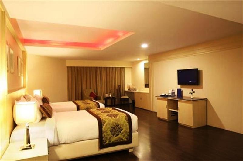 Room Golden Tulip