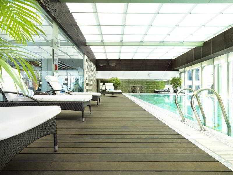 Pool Radisson Blu Hotel Shanghai Hong Quan