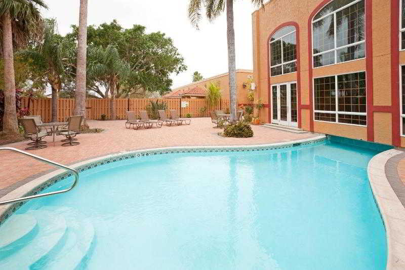 Pool Holiday Inn Brownsville