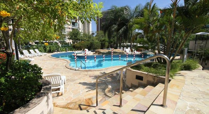 Pool Plaza Barra First