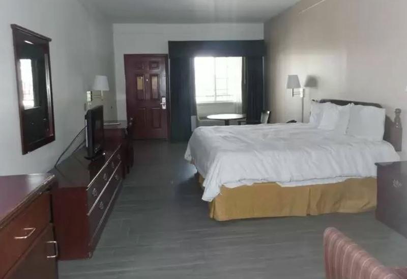 Super 8 Mcallen - Room - 1