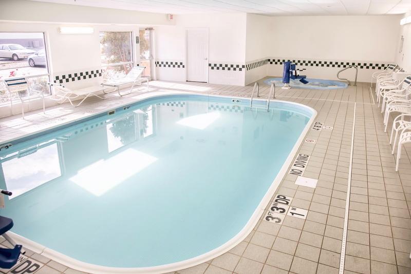 Comfort Inn, Gurnee - Pool - 11