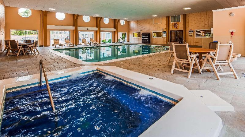 Pool Best Western Cape Cod Hotel