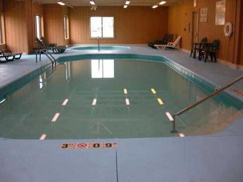 Pool Comfort Inn North