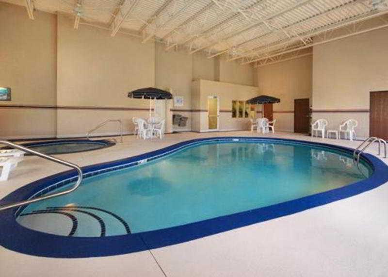 Pool Comfort Inn North/polaris