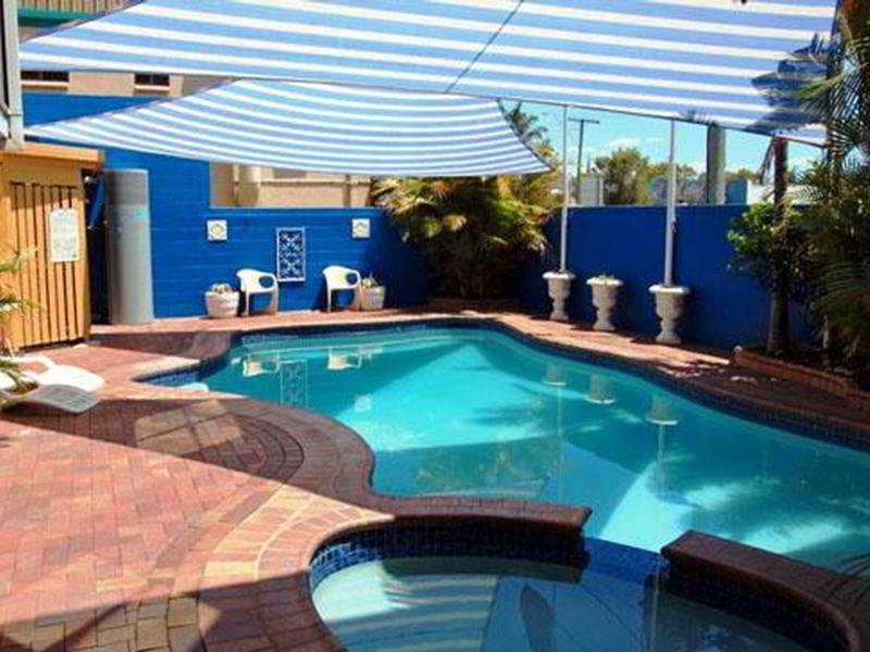 Pool Quality Inn Centre Point