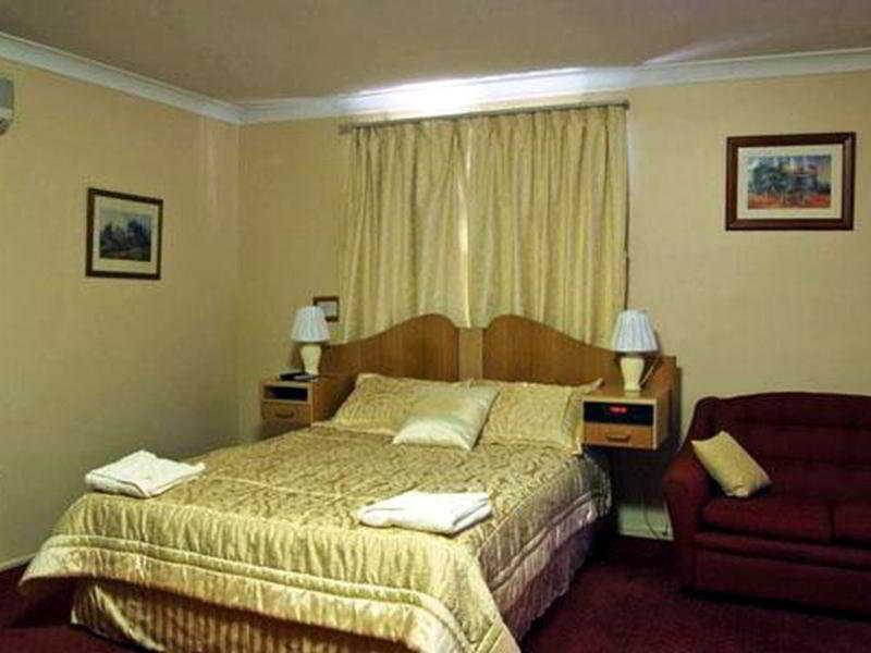Room Quality Inn Centre Point