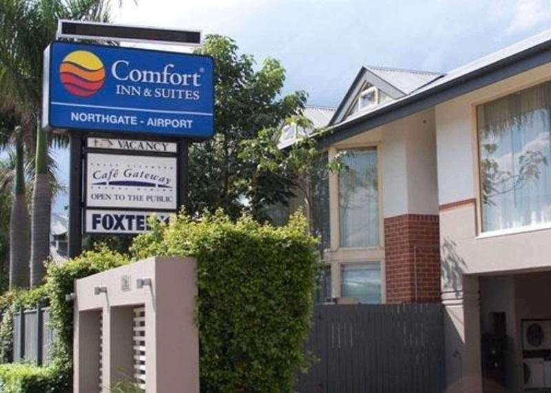 Comfort Inn and Suites Northgate Airport - Hotel - 1