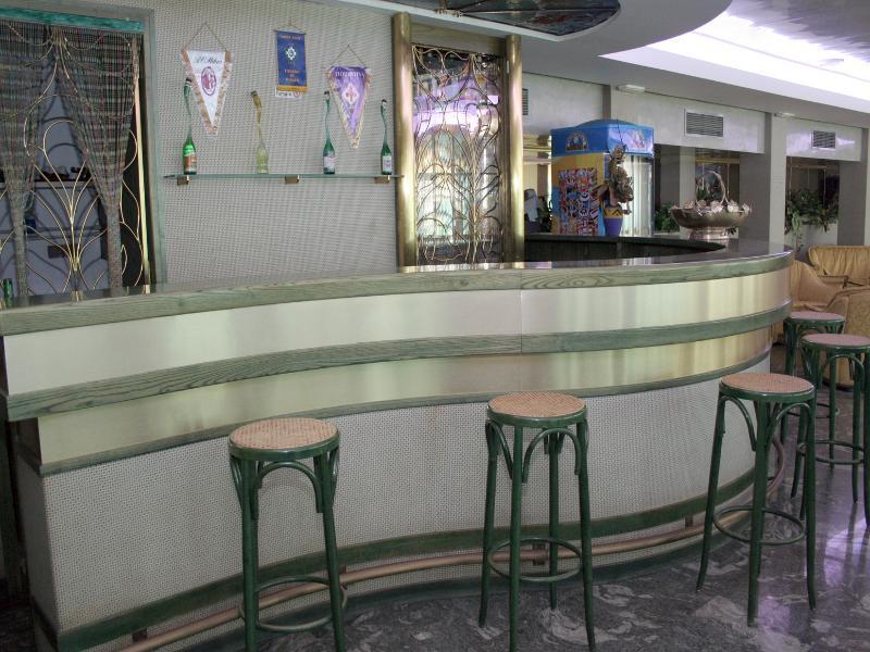 Bar Eden Hotel
