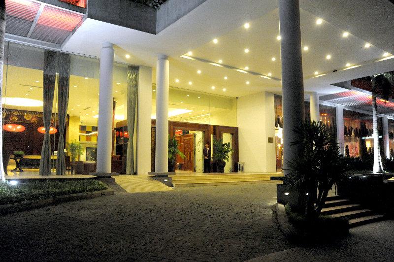 Lobby Muong Thanh Holiday Hue Hotel
