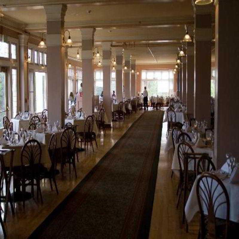 Restaurant Lake Yellowstone Hotel And Cabins