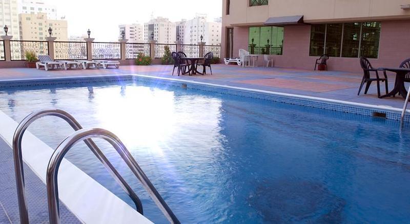 Pool Pars International Hotel