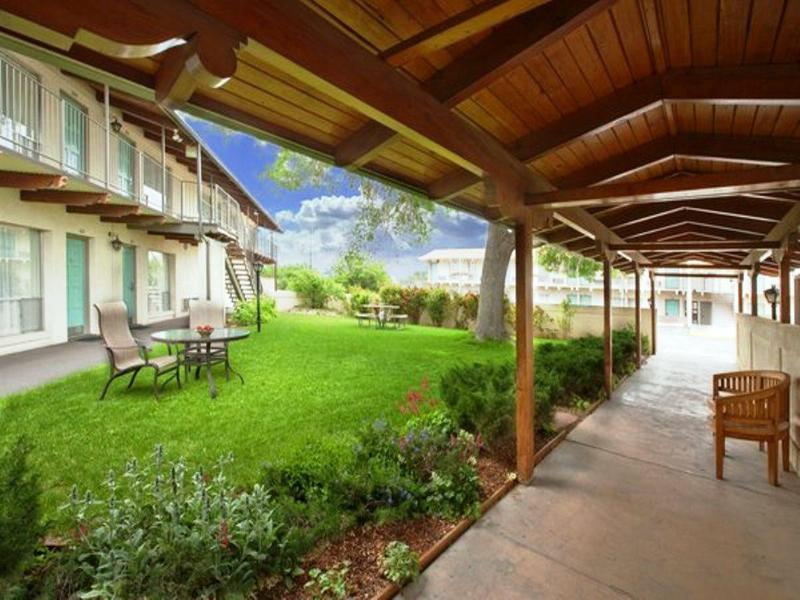 Terrace Americas Best Value Lamplighter Inn