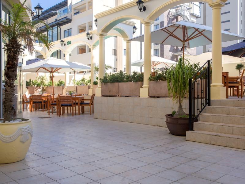 Terrace Radisson Blu Le Vendome