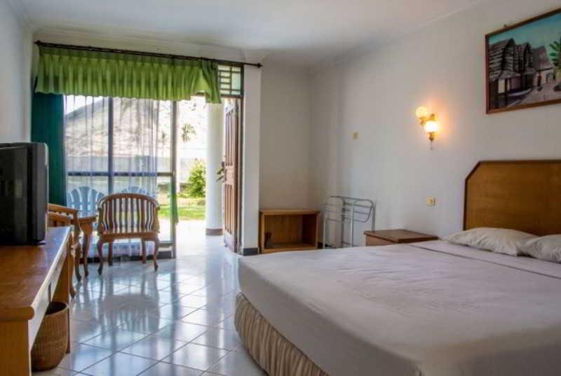 Kuta Indah Hotel & Restaurant - Room - 6