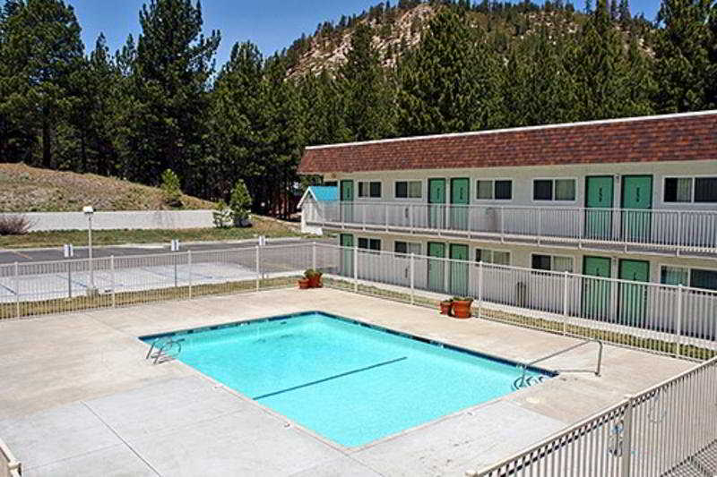 Pool Motel 6 Mammoth Lakes