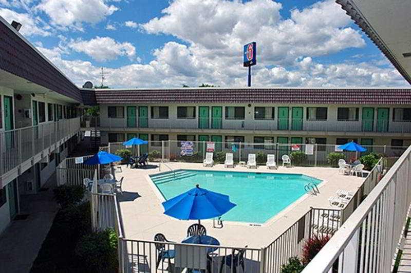 Pool Motel 6 Reno Livestock Events Center