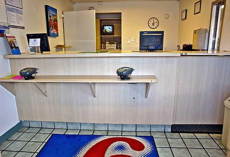 Lobby Motel 6 Santa Fe