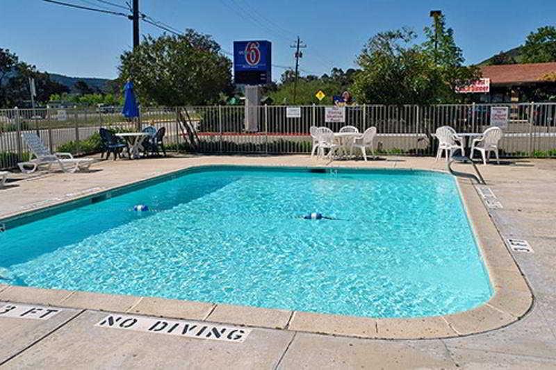 Pool Motel 6 Santa Fe