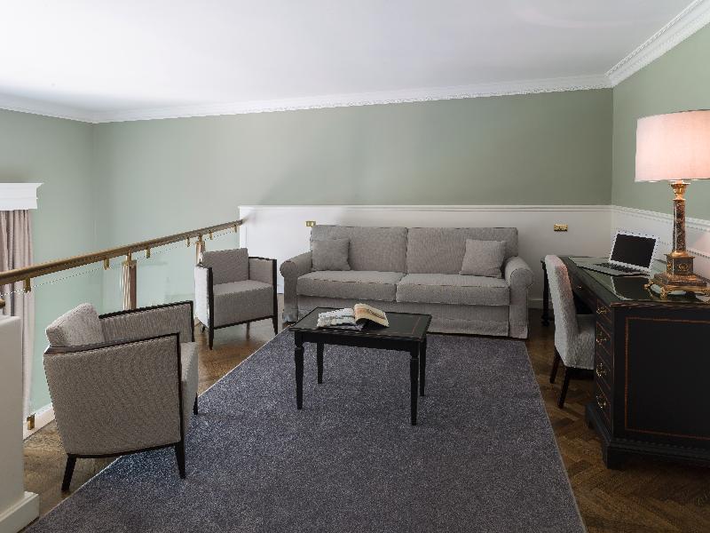 Room Plaza Lucchesi