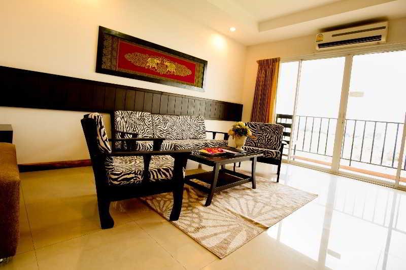 Sinsuvarn Airport Suite in Bangkok - Room Deals, Photos