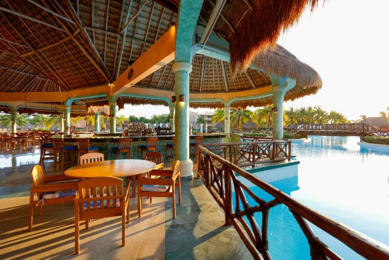 Bar Grand Palladium Kantenah Resort & Spa