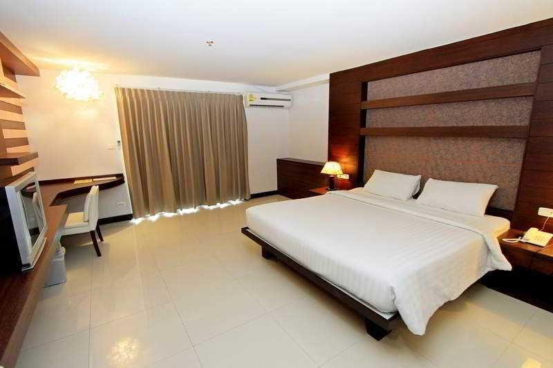 Convenient Grand Hotel Suvarnabhumi