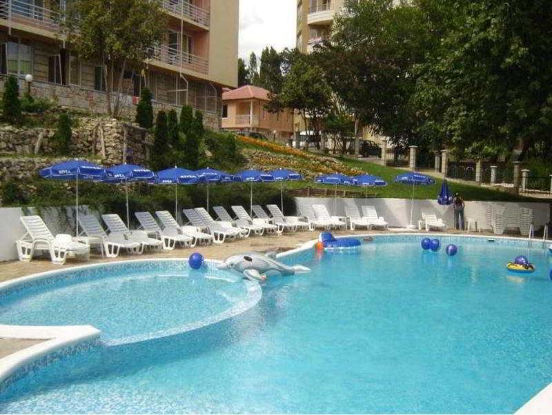 Pool Vezhen
