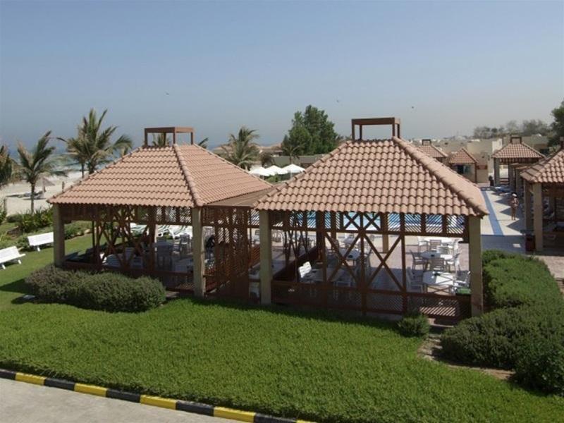 Umm Al Qwain Beach Hotel - Hotel - 2