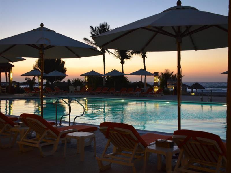 Umm Al Qwain Beach Hotel - Hotel - 1