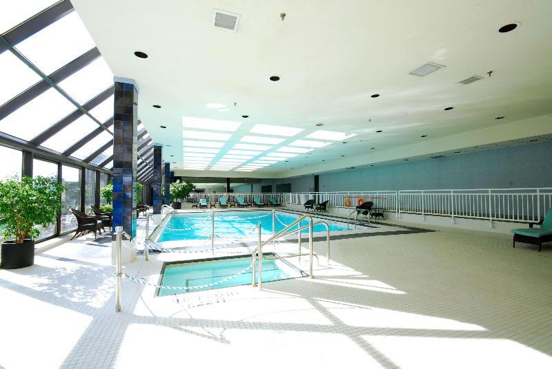 Pool Doubletree By Hilton London Ontario