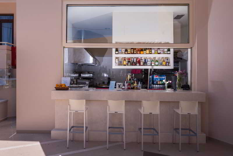 Bar Oscar Suites & Village