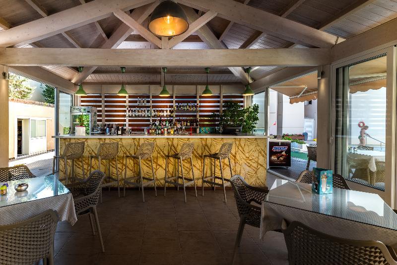 Bar Sunday Hotel