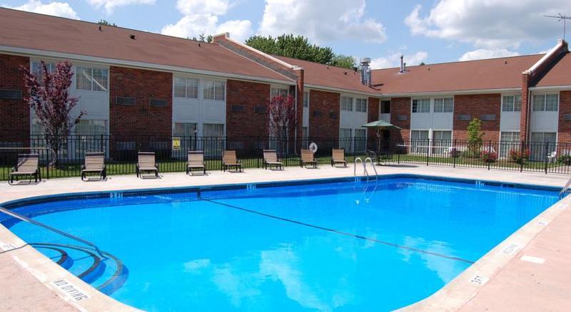 Pool Rodeway Inn & Suites East Windsor