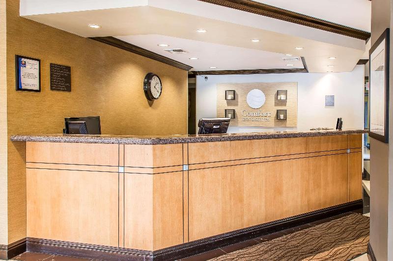 Lobby Comfort Inn & Suites
