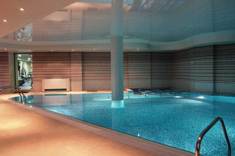 Pool Cosmopolitan