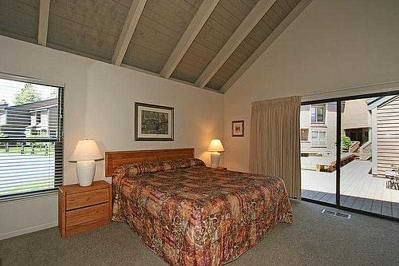 Room Aston Lakeland Village