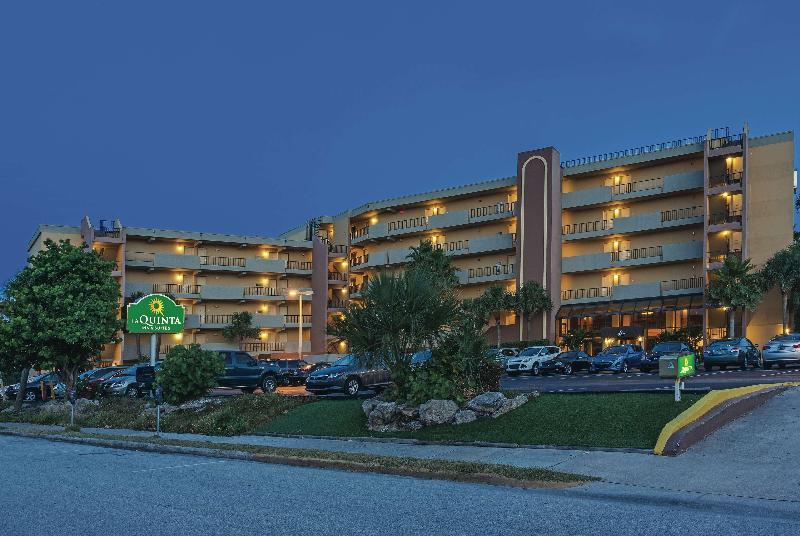 La Quinta Inn & Suites Cocoa Beach - Oceanfront - Hotel - 1