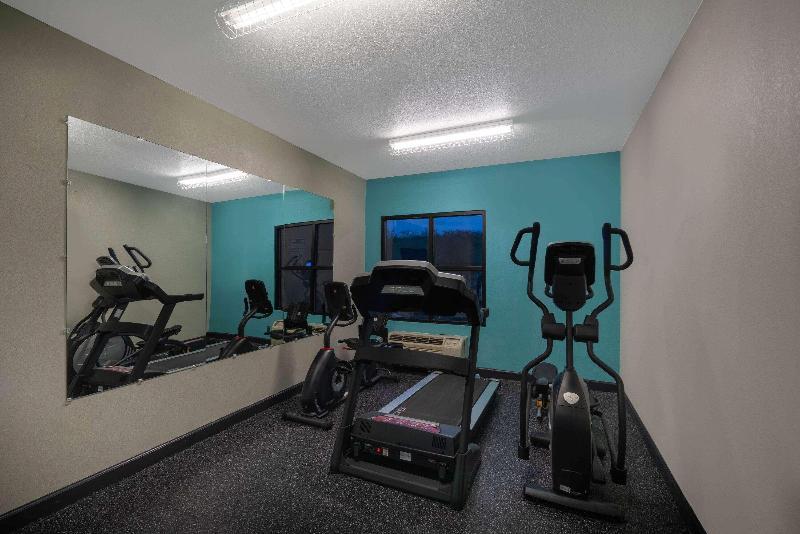 La Quinta Inn & Suites Knoxville Strawberry Plains - Sport - 3