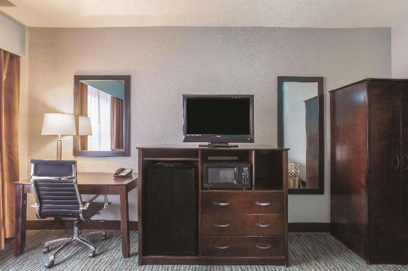 La Quinta Inn & Suites Knoxville Strawberry Plains - Room - 0