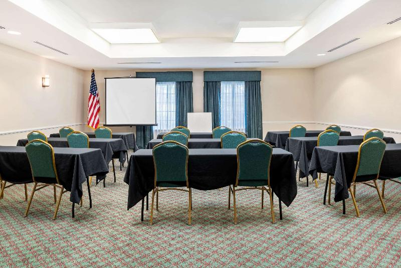 La Quinta Inn & Suites  Fort Myers Airport - Conference - 3