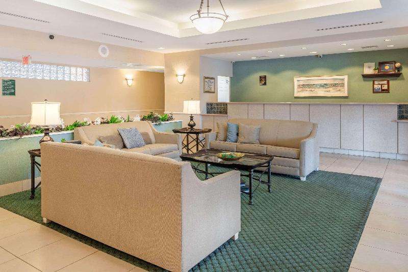 La Quinta Inn & Suites  Fort Myers Airport - General - 9