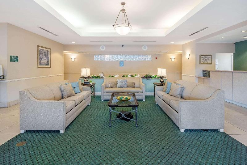 La Quinta Inn & Suites  Fort Myers Airport - General - 8