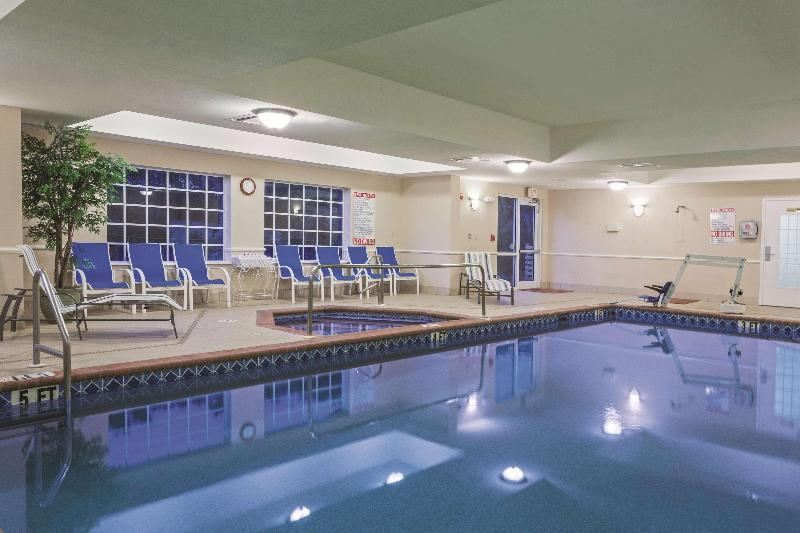 La Quinta Inn & Suites  Fort Myers Airport - Pool - 13