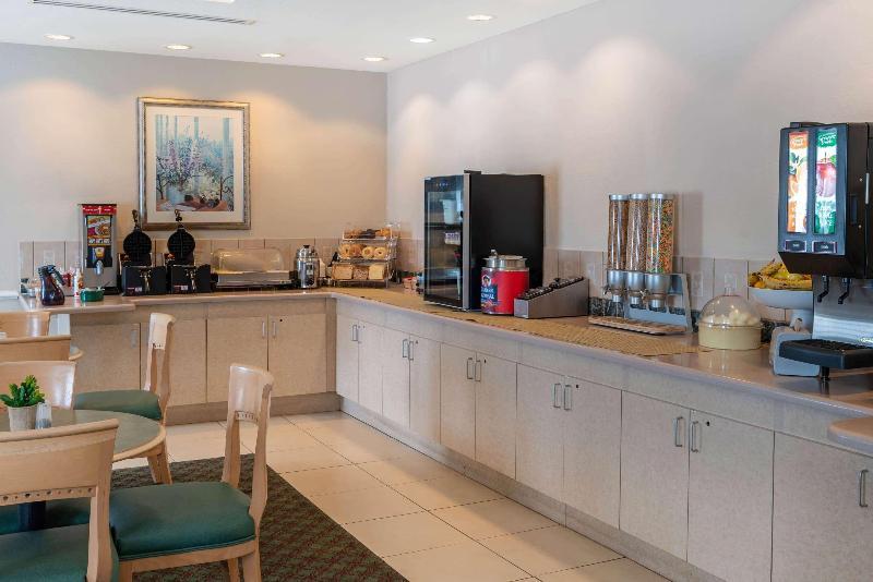 La Quinta Inn & Suites  Fort Myers Airport - Pool - 2