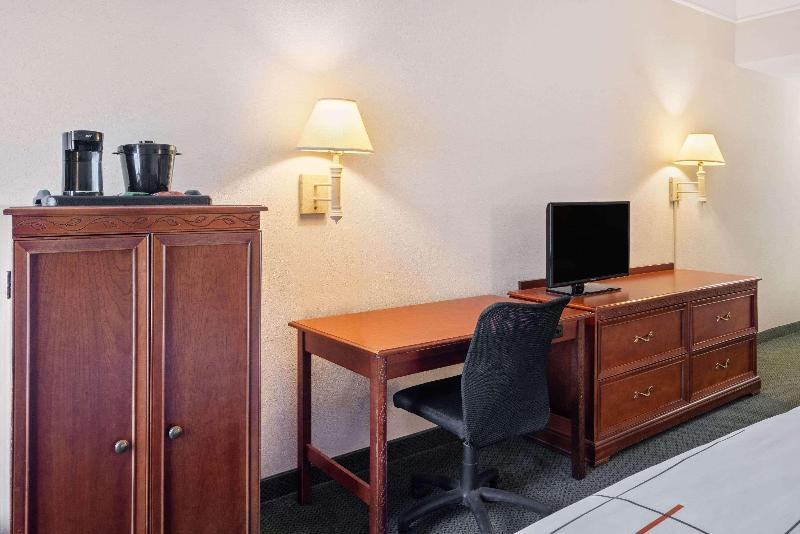 La Quinta Inn & Suites  Fort Myers Airport - Room - 1