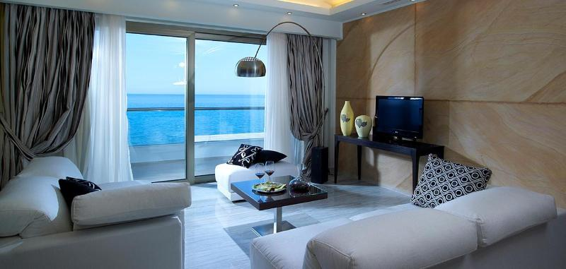 Room The Royal Blue