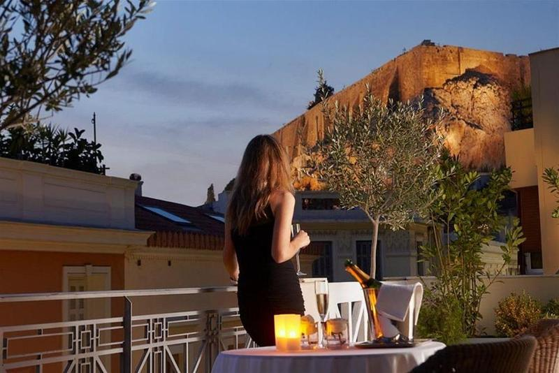 Ava Hotel & Suites - Terrace - 8