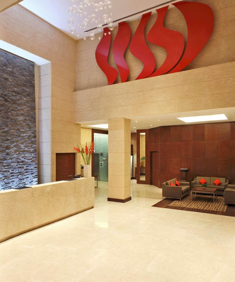 Lobby Hilton Garden Inn New Dehli
